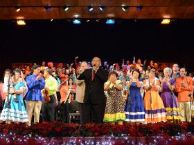 Junto a Memo Morales, Las Voces Risueñas de Carayaca y el Coro de Ópera Teresa Carreño