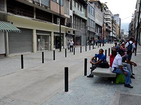 Comerciantes y transeúntes ya disfrutan del recién construido bulevar ubicado entre las esquina de Marrón a Dr. Paul.
