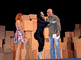 El Alcalde de Caracas Jorge Rodríguez, asistió al teatro junto a su familia para celebrar el Día del Padre.