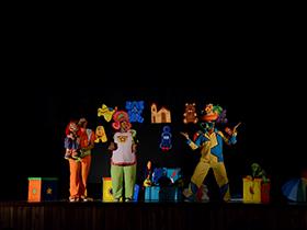 El Teatro Simón Rodríguez abrió sus espacios para recibir a la compañía Muñecos Garabato del estado Zulia