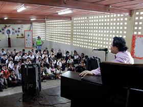 Piezas para niños menores de 100 años, fue el merecido recital ofrecido por el maestro del piano Sadao Muraki