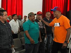 Alcalde Jorge Rodríguez se reunió con el gremio e informó que contarán con un fondo rotatorio para la compra de cauchos y repuestos