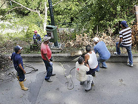 Se trabaja de manera constante en el mantenimiento de parques y plazas recuperadas disfrute de la colectividad caraqueña.