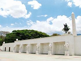 Este espacio urbano ofrece diversos monumentos dignos de visitar en familia en estas vacaciones escolares.