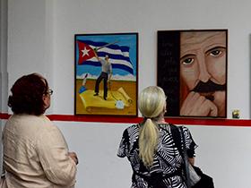 Los nuevos artistas plásticos provenientes de distintas áreas de la ciudad capital emplearon diversas técnicas de pintura en la exposición