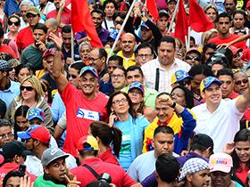Con una gran movilización el pueblo caraqueño apoyo las candidaturas.