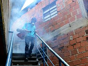 Con jornada de fumigación y desratización la Alcaldía de Caracas, llegó al sector Los Erasos para garantizar la salud pública.