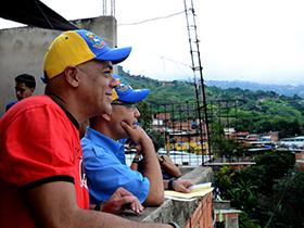 Mil viviendas se construyen en Antímano y resaltó los trabajos que ejecutan los programas de salud del convenio Venezuela-Cuba