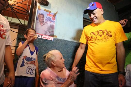Jorge Rodríguez realizó un recorrido casa por casa en el sector Chapellin