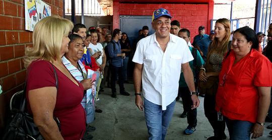 Jorge Rodríguez atiende al pueblo Barrio Adentro