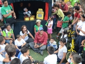 Cambio de juegos bélicos por bicicletas en la parroquia El Valle. 20 de noviembre de 2013