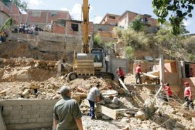 Cortesía Ciudad Ccs - Desalojo en Caricuao