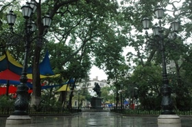 La Plaza Bolívar radiante para celebrar los 200 años del 19 de Abril