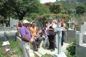 Caraqueños visitan a sus familiares en el Cementerio