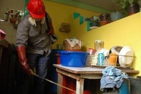 Realizan operativos de fumigación casa por casa