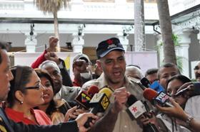 En representación de los 265 alcaldes de la revolución