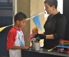 Niños y niñas disfrutaron de talleres de títeres, pintura y arcilla