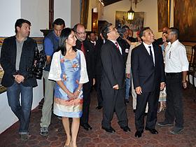 Los funcionarios venezolanos acompañaron al mandatario peruano y a su esposa a un recorrido por la Casa Natal