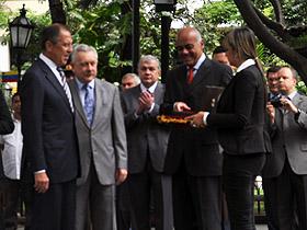 Jorge Rodríguez entregó al canciller ruso, Sergey Viktorovich Lavrov, la llave de la ciudad