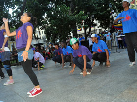 Jóvenes de Crea y Combate se expresan a través del baile urbano