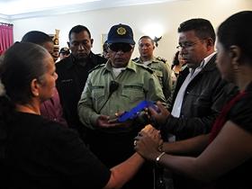 Funcionarios policiales condecoraron al efectivo fallecido Franklin José Bastidas