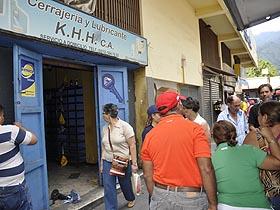La Alcaldía de Caracas entregó a 11 consejos comunales un local que servirá para el establecimiento de la primera Empresa de Propiedad Social Directa