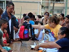 Más de 240 niños y niñas de la parroquia Caricuao recibieron útiles escolares