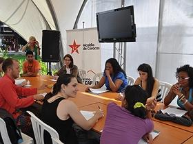 Los participantes realizaron una breve rutina de relajación y respiración
