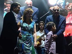 El mega concierto contó con más de 15 artistas en escena