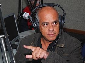 El programa radial será todos los viernes de 7 a 8 de la mañana, a través de la emisora Alba Caracas 96.3 FM
