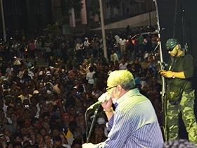 Caraqueños y caraqueñas disfrutaron de un gran concierto salsero en la Plaza Diego Ibarra