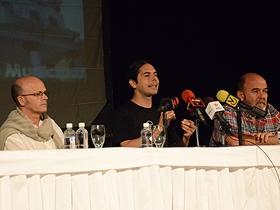 Carlos Díaz director del grupo teatral y Osvaldo Doimeadiós, actor principal, acompañaron durante la actividad al presidente de la Fundación para la Cultura y las Artes (Fundarte), Freddy Ñáñez.