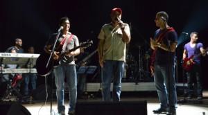 El Alcalde De Caracas, Jorge Rodríguez apareció en el escenario y sorprendió al público al condecorar al grupo con la orden Juan Francisco de León en su primera clase.