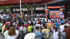 """la Plaza Diego Ibarra, se llenaron de risas con la última presentación del primer festival de payasos Evelio """"Pepito"""" Chacón, contando con la masiva asistencia del público caraqueño."""