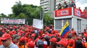 Este 1ro de Mayo, marcharon con alegría y entusiasmo por las calles caraqueñas, trabajadores y trabajadoras, tanto de la capital como del interior del país; con motivo de celebrar el Día del Trabajador y la nueva Ley Orgánica de Trabajo para Trabajadores y Trabajadoras (LOTTT)