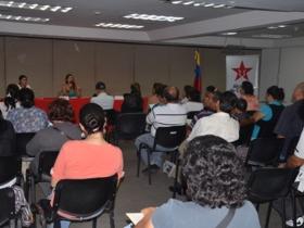 Los miembros de la Red Textil, expresaron su deseo de organizar y mejorar el desarrollo productivo en esa área, cambiando su modelo de gestión a uno socialista.