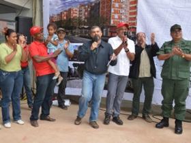El acto de entrega contó con la presencia del Alcalde Jorge Rodríguez, el Ministro para la Vivienda y Hábitat, Ricardo Molina, el Ministro para la Cultura, Pedro Calzadilla, entre otras autoridades.