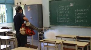 Durante la actividad el equipo de Fundafauna, bajo lineamientos del Inspector de Salud Pública, Milton Infantes, recorrió las instalaciones del recinto educativo donde fumigaron las aulas de clases, oficinas y áreas de esparcimiento