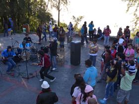 """El Parque Nacional Warairarepano  envuelto en un delicioso clima fresco y frío, vibró con la presentación de la banda caraqueña """"Los Bandonados"""""""