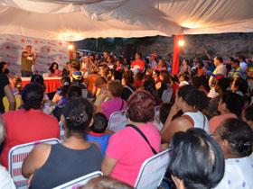 El Alcalde, Jorge Rodríguez se reunió, este martes con habitantes de la comunidad.