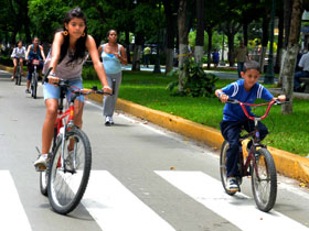 Además del préstamo de la bicicleta, el Plan Caracas Rueda Libre cuenta con bailoterapia y bici- escuela para los niños, niñas, jóvenes o adultos