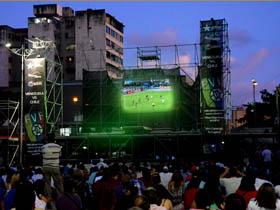 Miles de fanáticos se concentraron este sábado en la Plaza Diego Ibarra para disfrutar del juego de la selección de futbol venezolana