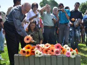 El dinamismo de jóvenes de diferentes instituciones universitarias llenó la UCV caraqueña, donde ofrecieron una ofrenda floral en honor a Jorge Rodríguez