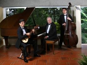 Sus interpretaciones constituyen una innovación dentro del género de la música instrumental venezolana con piano, contrabajo y cuatro.