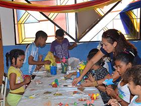 En taller  permanente los niños del refugio disfrutan de su tiempo libre, así mismo, distraen su tiempo para su desarrollo personal