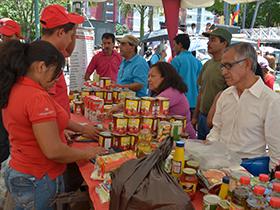 Niños, adultos, ancianos y mascotas se beneficiaron y atendieron sus necesidades.