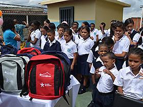 Más de 100 niños de la parroquia Sucre de la Unidad Educativa Nueva Esparta se beneficiaron de  un kit escolar en marco del año escolar 2012-2.