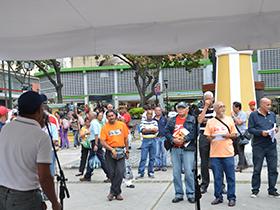 La organización de poetas nacionales se apropió de la Plaza el venezolano con versos antimperialista.